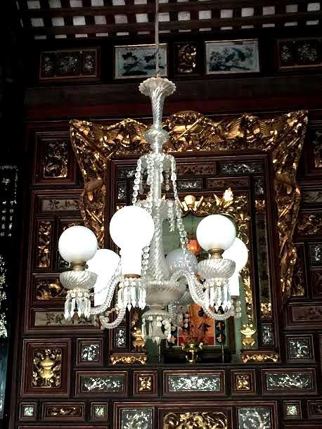 Đèn chùm bạch băng từ thế kỷ 18 đậm phong cách phương Tây