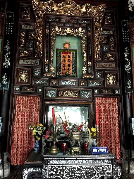 Gian thờ đặt vị trí trang trọng nhất trong nhà